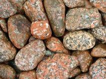 Granietkiezelstenen, door Golven, Eiland worden geërodeerd van Iona, Schotland dat Royalty-vrije Stock Afbeeldingen