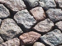 Granietstenen die dicht bij nat elkaar worden gelegd stock afbeeldingen