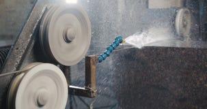 Granit, der in der Herstellung verarbeitet stock video