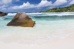 Granit et plage, La Digue, Seychelles Images stock