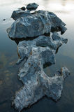 Granit im Fluss Lizenzfreie Stockfotos