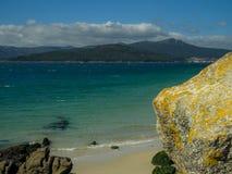 Granit Kamienne góry i Błękitny morze Zdjęcia Royalty Free