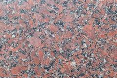 Granit polierte Platte des Brauns mit den grauen, dunklen und hellen Stellen und den Streifen und den Sprüngen zwischen ihnen Lizenzfreie Stockfotos