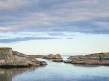Granit Skerries im Archipel Stockfotos
