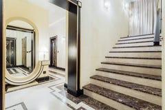 Granitic schodki w luksusowej siedzibie fotografia royalty free