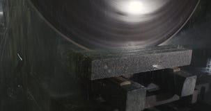Granitmarmorausschnitt-Rundschreibensäge stock video