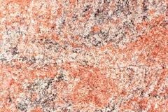Granito gris rojo superficial granoso, fondo de la textura imagenes de archivo