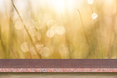 Granitstentabell eller räknare på abstrakt suddig bakgrund Royaltyfria Foton