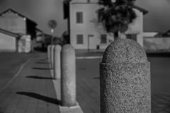 Granitu cementu kamień, klauzurowy dla miejsce do parkowania z rzędu Fotografia Stock