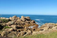 Granitu wybrzeża skały w Ploumanach Fotografia Royalty Free