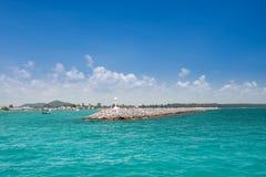 Granitväggen på kusten arkivfoton