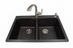 Granitvask med den borstade rostfria vattenkranen Arkivbild