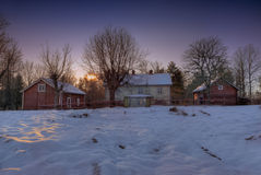 Granja abandonada en Suecia fotos de archivo