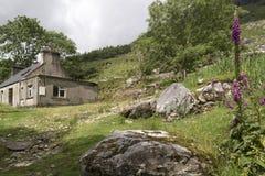 Granja abandonada en valle negro Fotos de archivo libres de regalías