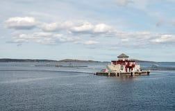 Granja de color salmón en Noruega, granja de pescados, piscicultura Fotografía de archivo libre de regalías
