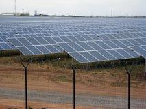 Granja de energía del panel de la energía solar Imágenes de archivo libres de regalías
