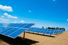Granja de energía solar Foto de archivo libre de regalías