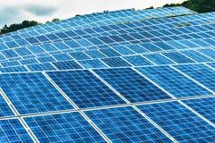 Granja de energía solar Imágenes de archivo libres de regalías