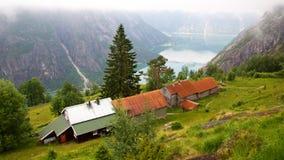 Granja de Kjeasen con la opinión sobre Eidfjord Fotografía de archivo