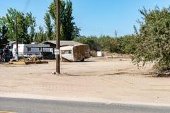 Granja de la almendra con los remolques en California foto de archivo libre de regalías