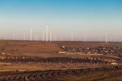 Granja de la turbina de viento de Cernavoda imagenes de archivo