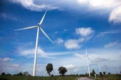 Granja de las turbinas de viento Imágenes de archivo libres de regalías