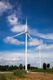 Granja de las turbinas de viento Imagenes de archivo