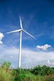 Granja de las turbinas de viento Foto de archivo libre de regalías