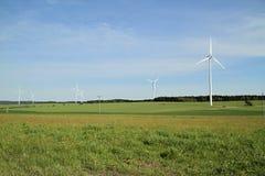 Granja de las turbinas de viento Fotografía de archivo libre de regalías