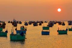Granja de pesca en la puesta del sol Imagen de archivo libre de regalías