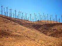 Granja de viento en la colina del desierto Imágenes de archivo libres de regalías