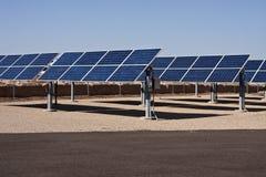 Granja del colector de la energía del panel solar Imagen de archivo libre de regalías