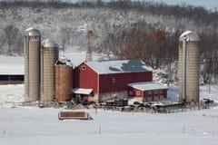 Granja lechera en nieve fresca Fotos de archivo