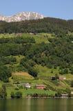 Granja sobre Hardangerfjord, Noruega Imágenes de archivo libres de regalías