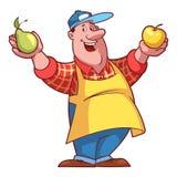 Granjero alegre en un delantal con una fruta en sus manos Fotos de archivo libres de regalías