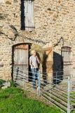 Granjero con el heno Imagen de archivo
