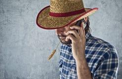 Granjero con el sombrero de paja del vaquero imagenes de archivo