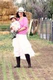Granjero de la mujer con su hijo Fotos de archivo libres de regalías