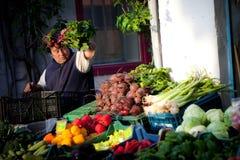 Granjero en el mercado Imagenes de archivo