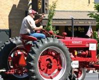 Granjero en su tractor Imagen de archivo libre de regalías