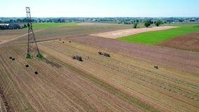 Granjero Harvesting Crop Drone de Amish almacen de video