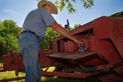 Granjero Preps His Hay Baler Fotografía de archivo libre de regalías