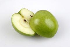 Granny Smith grüner Apple geschnitten Lizenzfreie Stockbilder