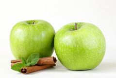 Granny Smith green apples with cinnamon and mint Stock Images