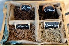 Grano, café en la caja Foto de archivo libre de regalías