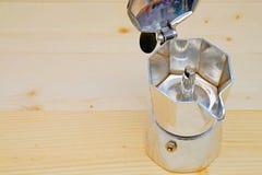 Grano de café con el pote de MES-ka Imagenes de archivo