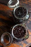 grano de café en botella Imagen de archivo libre de regalías