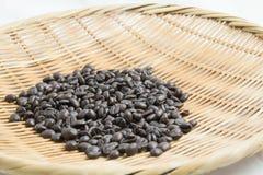Grano de café en cesta Foto de archivo