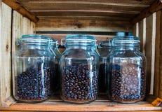 Grano de café en tarro Foto de archivo
