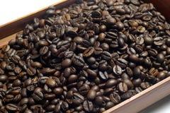 Grano de café en una caja foto de archivo libre de regalías